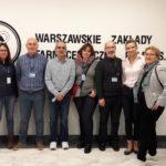 Grupa na tle Warszawskich Zakładów Farmaceutycznych