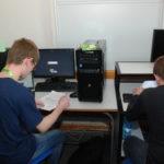 Uczestnicy przy komputerach